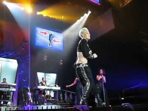 Download P!NK - Leave Me Alone ( I`m lonley ) - Truth About Love Tour - 12.05.2013 Leipzig