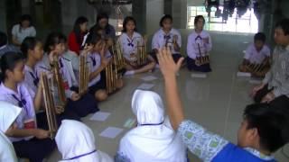 Pelajar Thailand belajar musik tradisional Indonesia di SMP Muhammadiyah 5 Surabaya (SPEMMA)