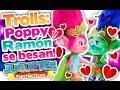 TROLLS: POPPY y RAMON se hacen novios y se dan su primer beso. De la película de Trolls