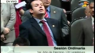 Causa polémica Peña Nieto por cargar supuesta arma en visita de Estado