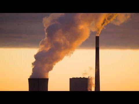 EPA to roll back Obama-era emissions, fuel economy standards