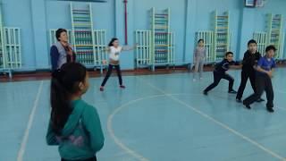 Подвижная игра коршун и наседка с мячом .икт на уроке физкультуры. Шандалинова Гульжан Телюгазаевна