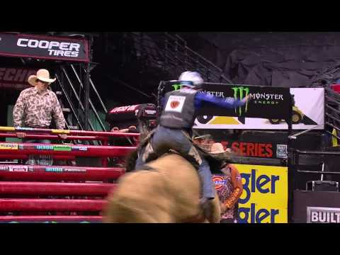WINNING RIDE: Ryan Dirteater puts up 87.50 points on Houla Hoop (PBR)