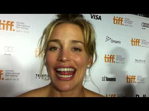 Piper Perabo talks getting naked in Looper