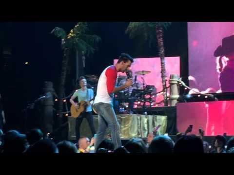 """Jake Owen - """"Barefoot Blue Jean Night"""" LIVE in Nashville, TN"""
