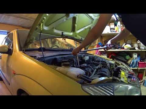 Ford Focus 1 - замена воздушного фильтра и свечей