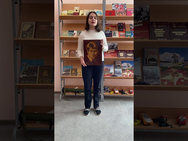 Изображение предпросмотра прочтения – АлександраКосьяненко читает произведение «Гаснут красные крылья заката» С.А.Есенина