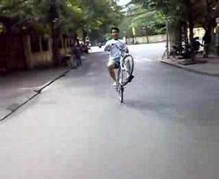 Bốc đầu xe đạp