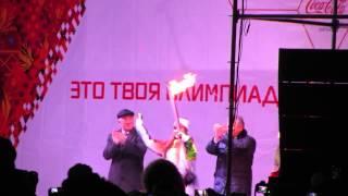 Олимпийский огонь в Хабаровске ШОК ВИДЕО(В завершении эстафеты олимпийкого огня в Хабаровске была подожжена колонка., 2013-11-17T09:24:18.000Z)