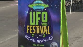 Aliens arrive in Roswell for UFO Festival