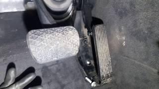 снимаем педаль газа Mercedes W211