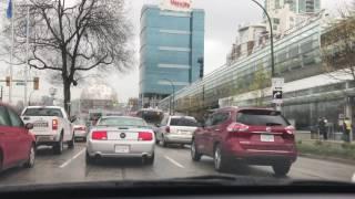 Um passeio pelas ruas de Vancouver, escutando uma rádio local