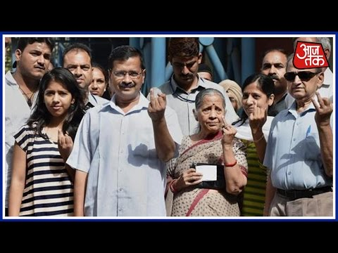 MCD Polls 2017: Delhi L-GAnil Baijal, CM Arvind Kejriwal Cast Their Votes