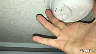 Gambar cover How to change a smoke alarm battery without the smoke alarm chirping