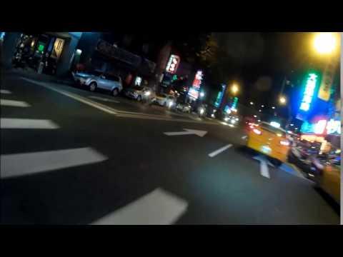 台灣小黃就是把馬路當自己家