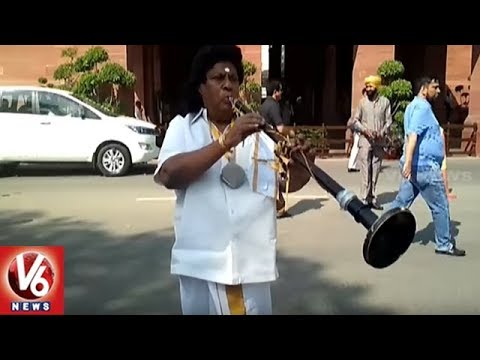 Siva Prasad Variety Protest In Parliament, Dressed As Indian Musician | AP Special Status | V6 News