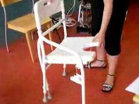 Chaise de douche pliante hc 2130 de van os medical youtube for Chaise de douche pliante