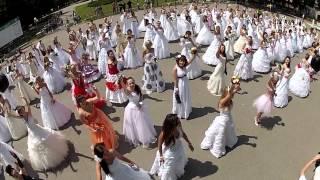Полтава - Марш невесет 2012(Ежегодный марш невест нашего города :) Спасибо организаторам и всем участникам. Подробней о нас и о съемке..., 2012-05-31T10:02:41.000Z)