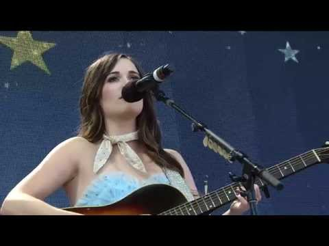 Kacey Musgraves - Merry Go 'Round (Live at Farm Aid 30)