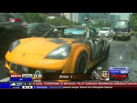 Mobil Sport Mewah Terbakar di Tol Slipi Arah Grogol