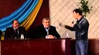Олег Ляшко вилив воду на чиновників(, 2014-05-17T19:35:10.000Z)