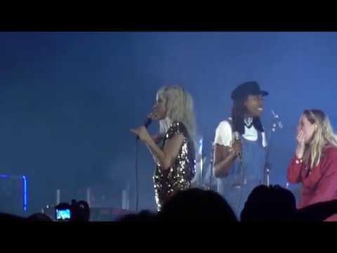 Paramore - Misery Business (Radio City Music Hall 10/4/17)