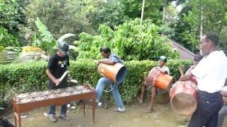 Pukul tifa dan totobuang di kampong Mahia (Ambon / Maluku)
