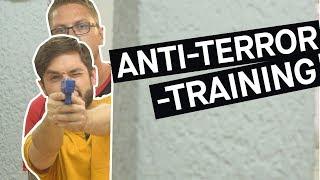 Anti-Amok-Training - Kann man sich aufs Schlimmste vorbereiten? || PULS Reportage