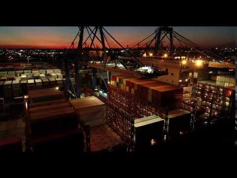 Port of Philadelphia containership off-loading