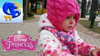 Катаемся на самокате Дисней Принцес и Паки ride scooters Disney Princes