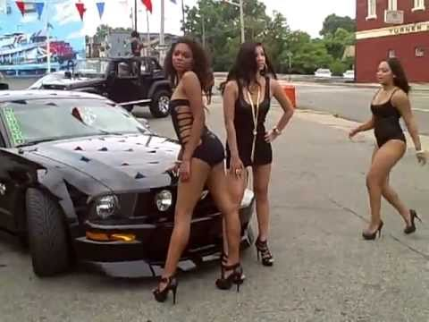 blonde-mustangs-and-sexy-babes