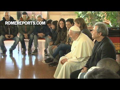 Đức Giáo Hoàng Phanxico bất ngờ đến thăm những người cai nghiện ma túy và ăn pizza với họ
