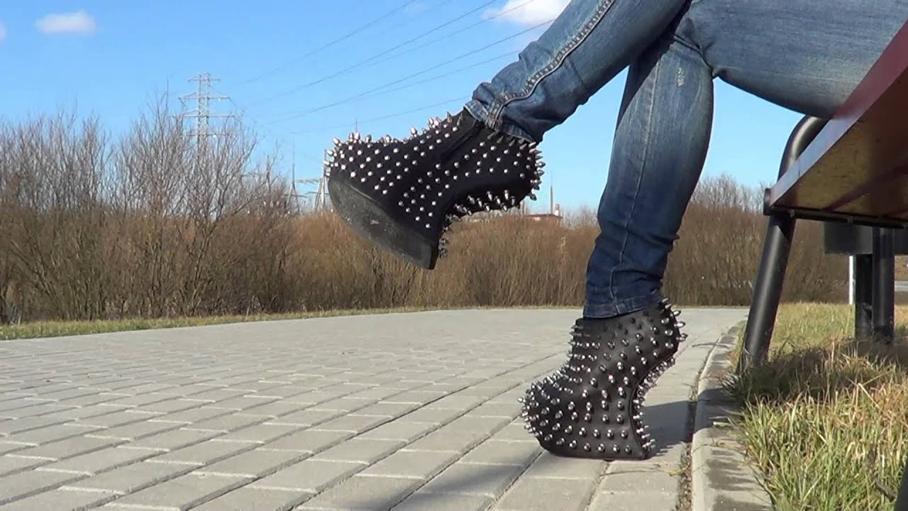 Heel Less Shoes Pictures