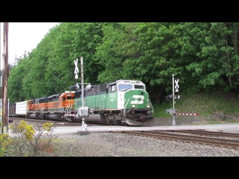 Burlington Northern SD60M leads the EVELVJ at Solo point, 5/15/2018