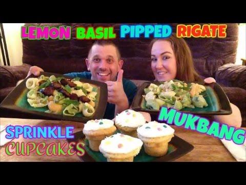 MUKBANG | HUSBAND & WIFE EATING LEMON BASIL PIPPED RIGATE & SPRINKLE CUPCAKES | EATING SHOW