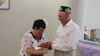 Супруги из Башкирии в день золотой свадьбы расписались заново