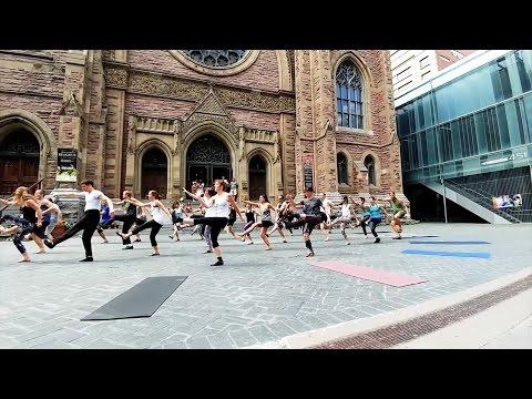 Flash mob  Acroyoga Montréal teacher training 2016