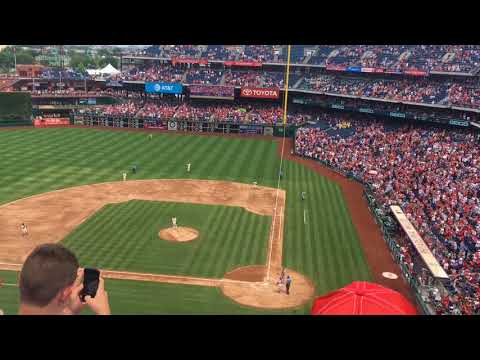 WATCH: Utley gets standing ovation in his final regular season game in Philly