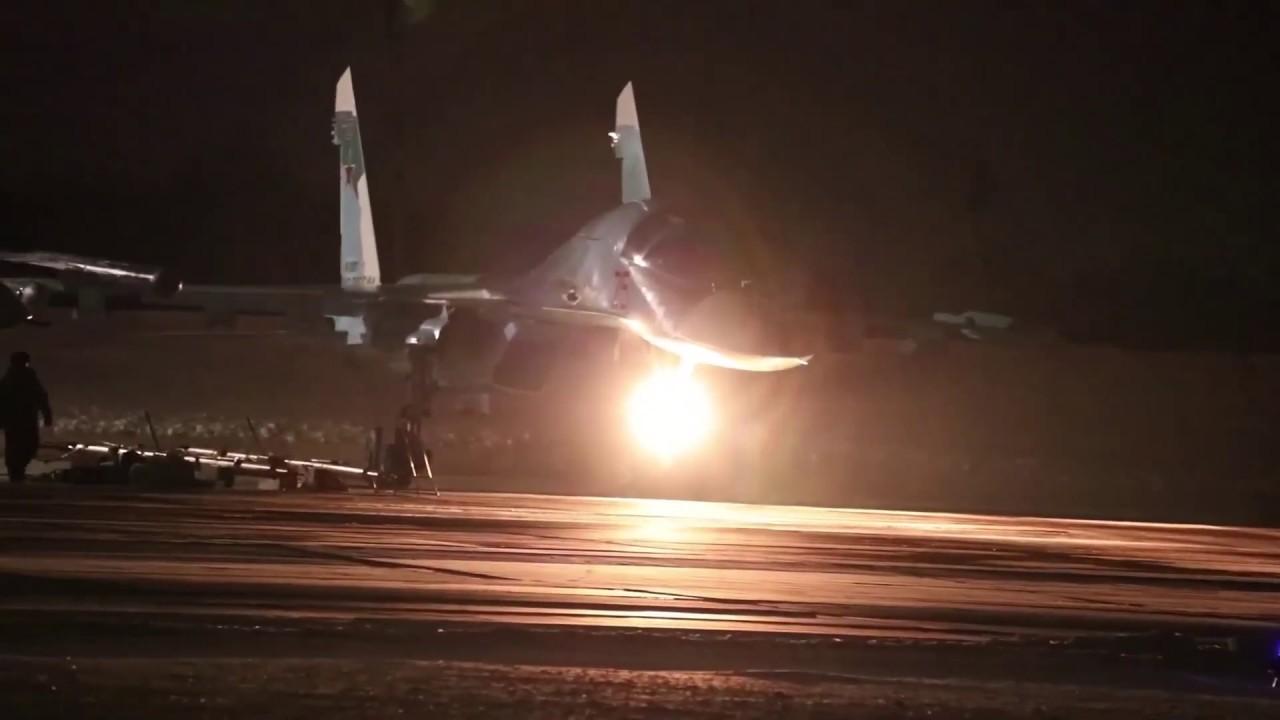 Уникальные маневры в ночном небе над Уралом на Су-34