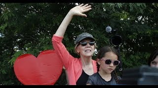 Conservative Twins Elizabeth Warren Virtue Signaling Before Tonights Debate.