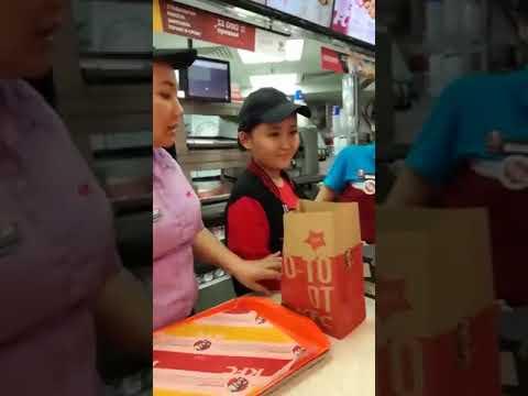 Разборки с  кассиром матершинницей в KFC