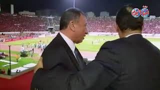 أخبار اليوم | لقطة تاريخية لمحمود طاهر والخطيب بمدرجات ستاد محمد الخامس