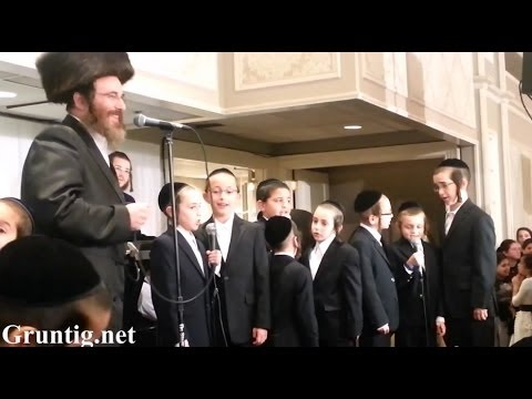 Isaac Honig Sings With Boys Choir - Keser