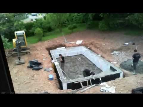 Construction piscine jour 6 b ton timelapse youtube for Construction piscine desjoyaux youtube