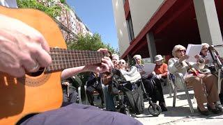 Actividades y fiestas en una residencia de Sevilla para aliviar el confinamiento