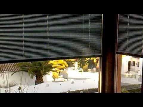 Climalits con veneciana interior el ctrica youtube for Cristaleria benissa
