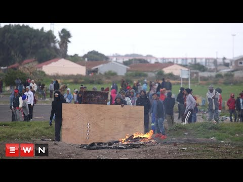 Parkwood residents clash with police during land protest