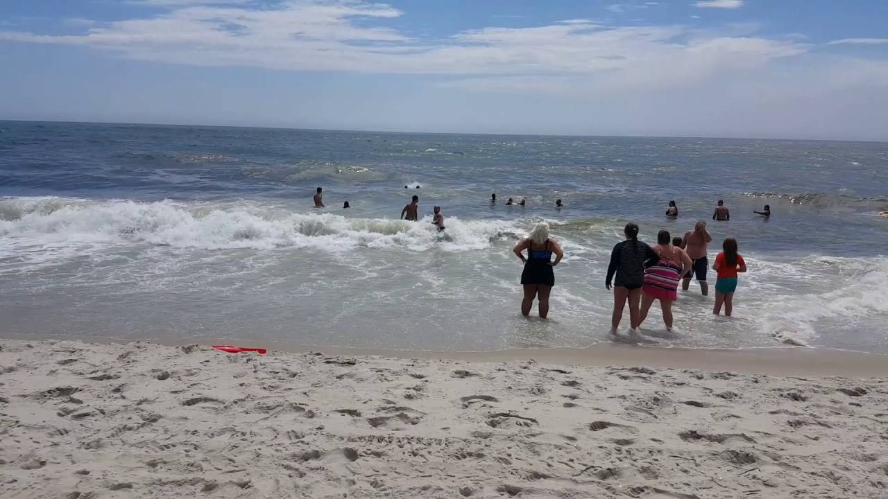 Long Island Ny Robert Moses Beach Liuards Rescue Swimmers Caught In Strong Ocean Curs