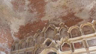 Поездка в старинную церковь/загадочное подземелье в ней/брошенные дома