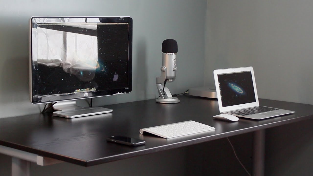 Apple Desk Setup